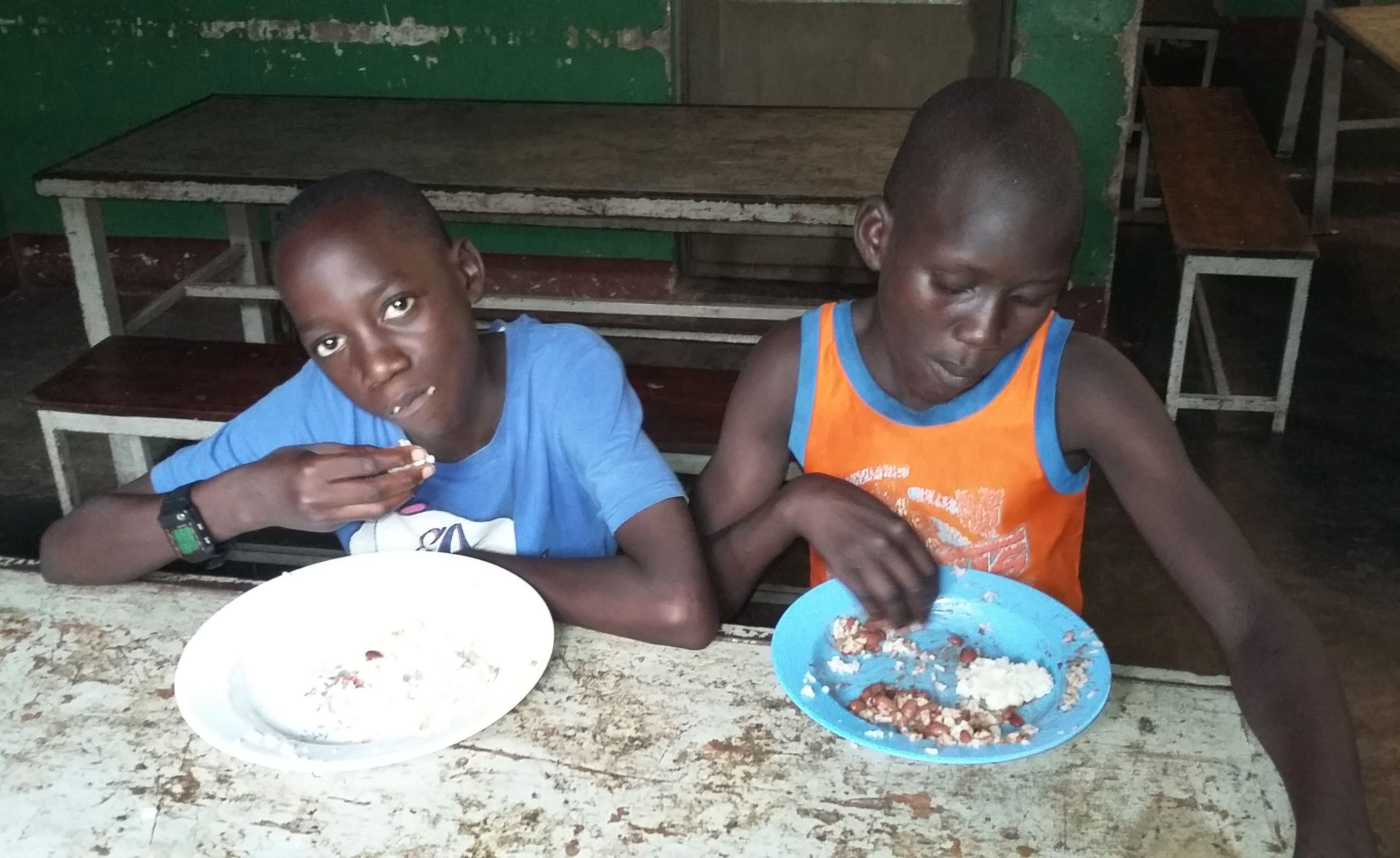 UGANDA: Close to 1,500 Students Receive Better Nutrition Thanks to Rice-Meal Donation