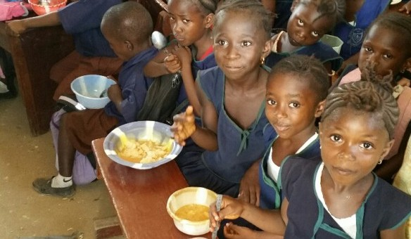 SIERRA LEONE: More Than 900 Youth, Widows Receive Better Nutrition Thanks to Recent Rice-Meal Donation